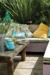 BENCHES, PLANTERS AND POTS