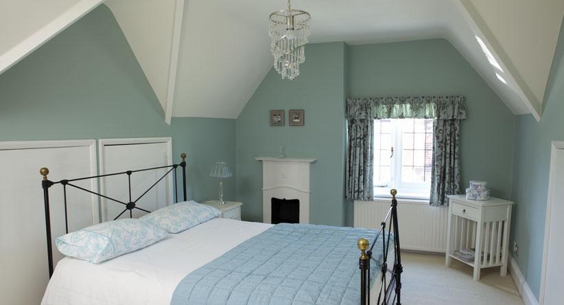 green-blue-bedroom-emulsion